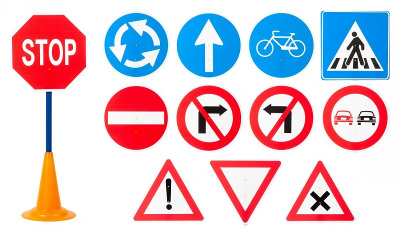 40052 SET 12 TRAFFIC SIGNS WITH CONE BASE